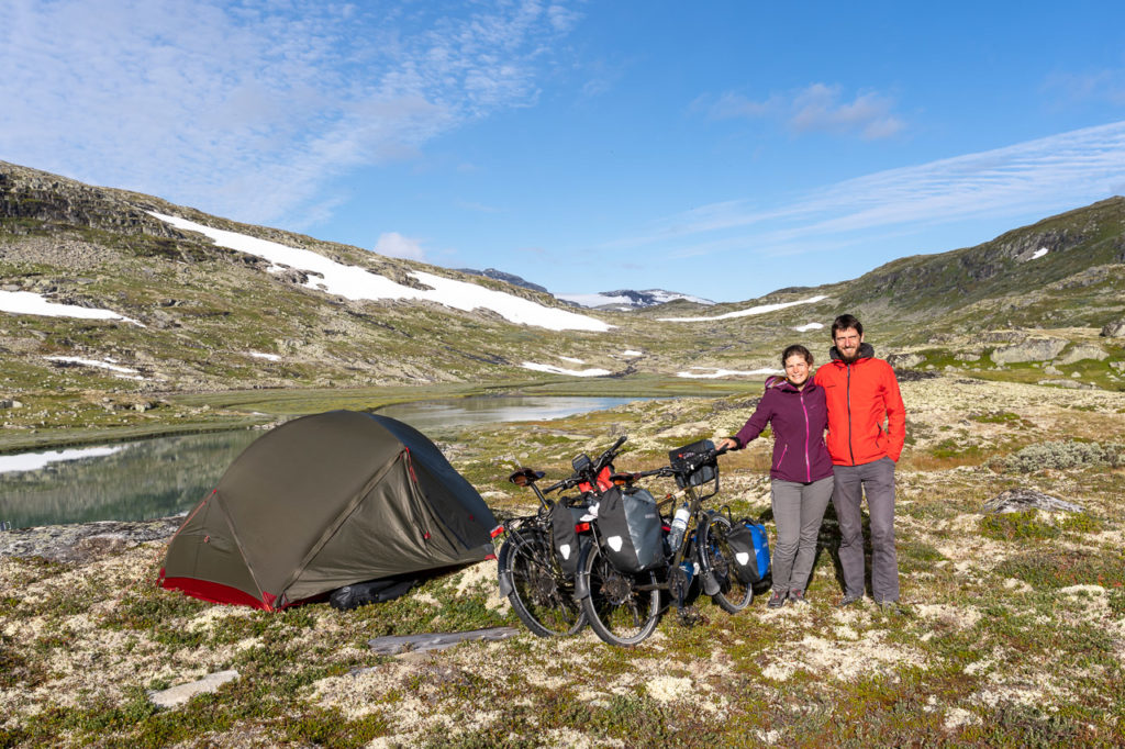 Johanna & Armand at our wild camping spot along the Ustekveikja on Hardangervidda