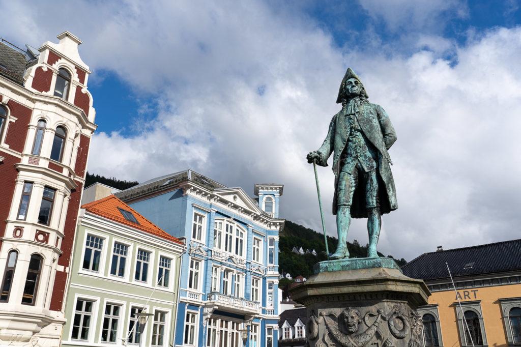 Ludvig Holberg statue, Vågsallmenningen, Bergen