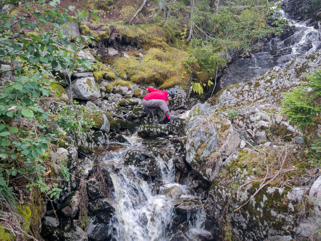 Armand filling the water bag nearby Verrastranda