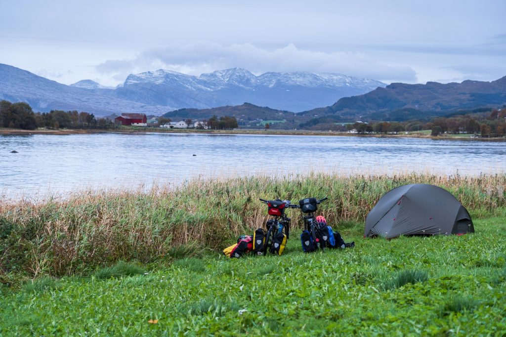 Wild camping along the Litlsjona nearby Nesna & Raudskreda in the background