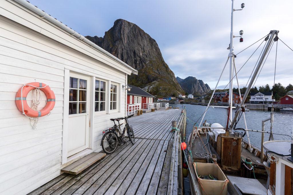 Eliassen Rorbuer, Hamnøy