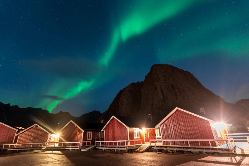 Aurora over Eliassen Rorbuer, Hamnøy