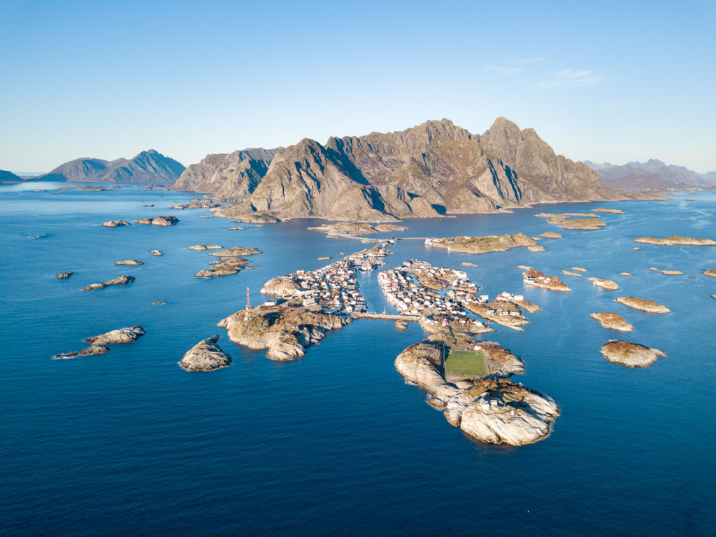 Henningsvær & Kvanndalstinden in the background