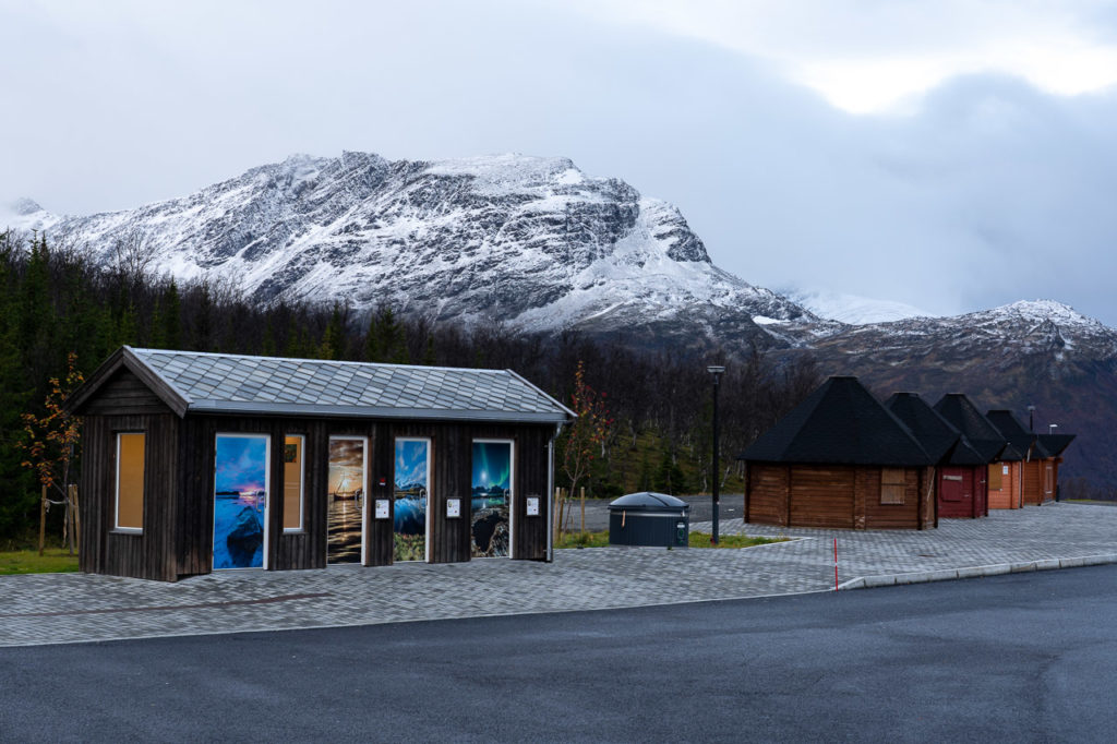 Ravelseidet rest area & Sæteraksla in the background